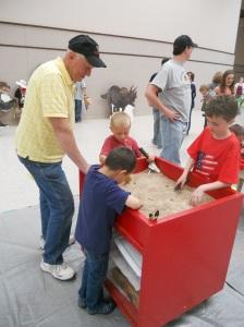 Dino digging_EDU